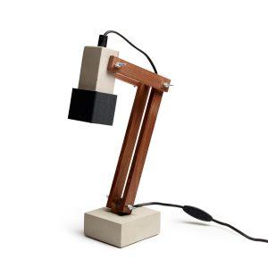 Tove Adman skrivbordslampa betong-valnöt